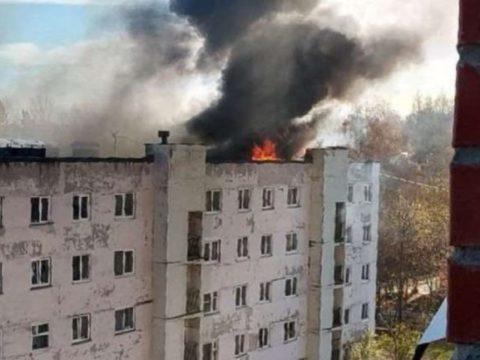 Видео: В Ижевске на крыше многоэтажки произошел взрыв