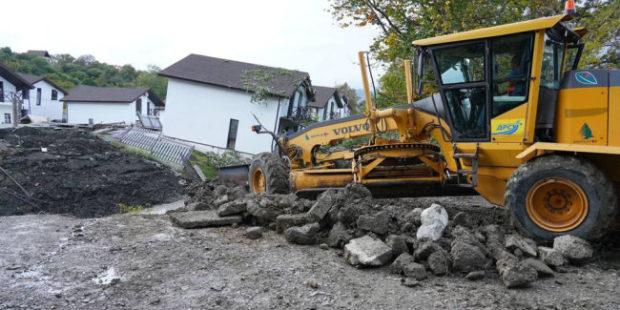В Сочи из-за повредившего дома оползня эвакуировали 70 человек