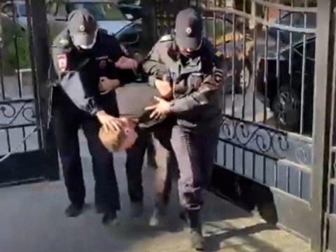 Видео: В Астрахани задержан насильник волгоградской школьницы