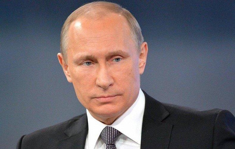 Владимир Путин предложил выдавать с первым паспортом новое издание Конституции
