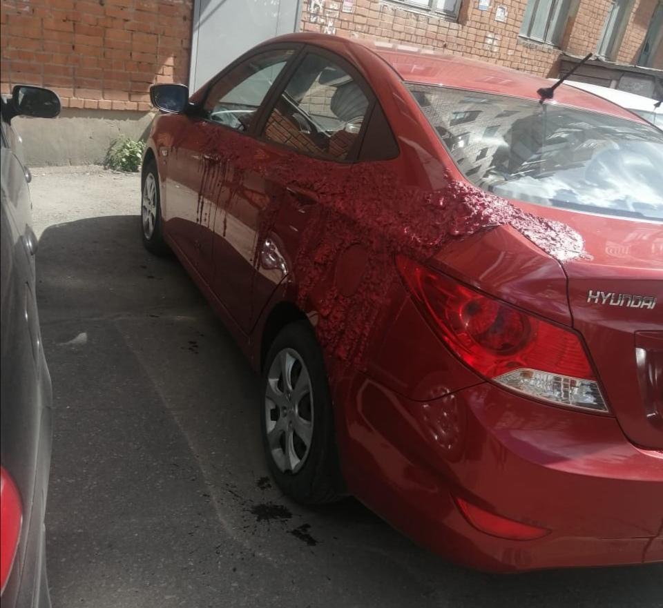 В Туле неизвестный испортил новый Hyundai неизвестной «химией»