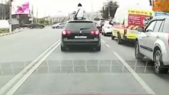 В Туле неизвестный прокатился по проспекту Ленина на крыше авто