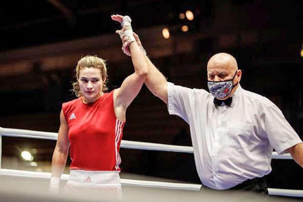 Алексей Дюмин поздравил щекинскую спортсменку Дарью Абрамову с победой в чемпионате России по боксу