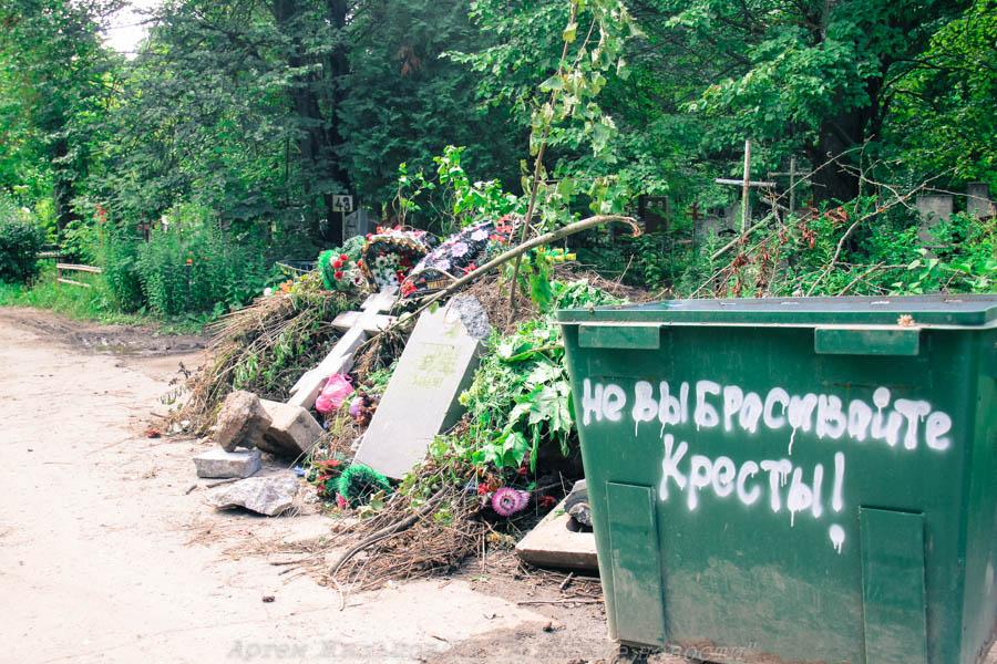 В Щекинском районе пьяный цыган «воевал» с памятниками