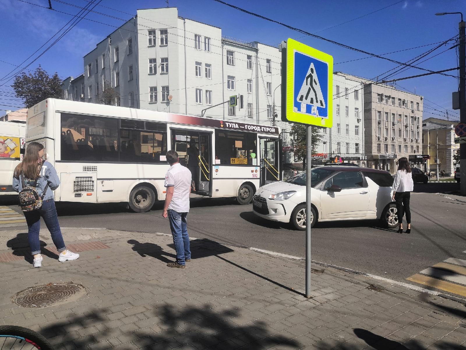 В Туле на проспекте Ленина столкнулись автобус и Citroen