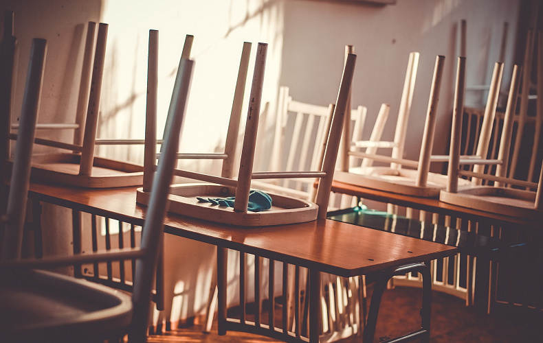 Более тысячи работников учебных учреждений заболели COVID-19 в первую неделю сентября