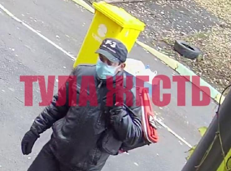 В Туле ограбление пенсионерки в подъезде попало на видео