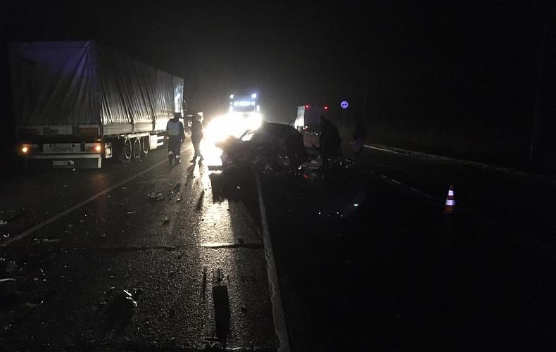 Водитель автомобиля Mazda погиб в столкновении с большегрузом в Тульской области