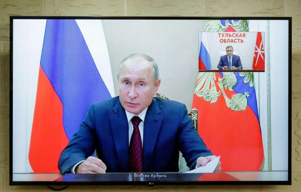Президент России Владимир Путин обсудил с Алексеем Дюминым приоритетные вопросы развития Тульской области