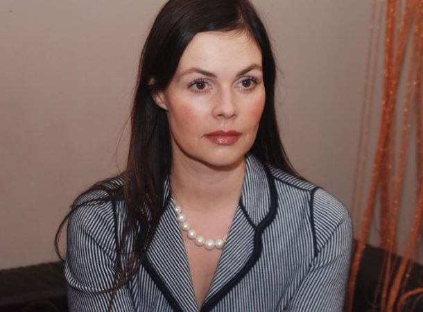 Муж Екатерины Андреевой сфотографировал её в мини-шортах