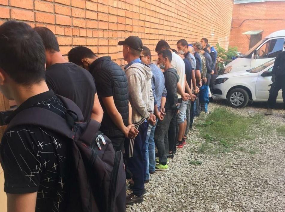 В Туле нелегальных мигрантов не депортировали из России из-за коронавируса