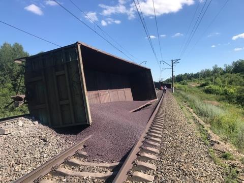 В Тульской области 22 вагона грузового поезда сошли с рельсов