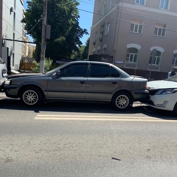 В Туле возле здания областной прокуратуры столкнулись четыре автомобиля