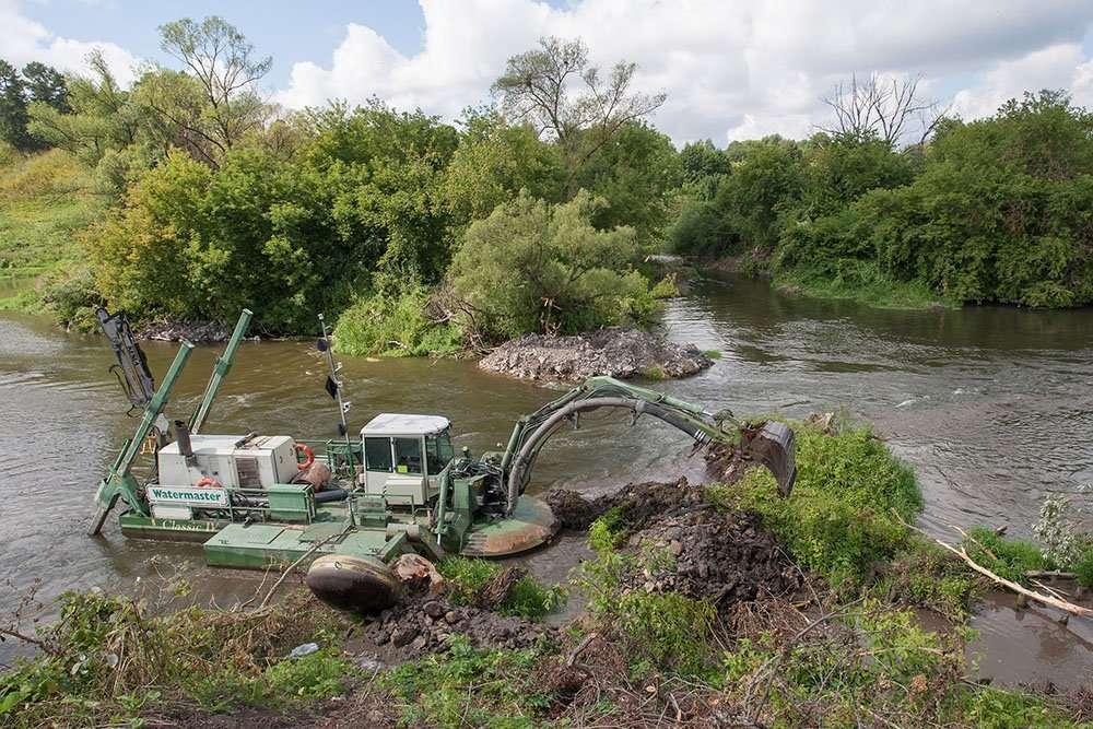 Нацпроект «Экология»: идет расчистка рек Упы и Оки