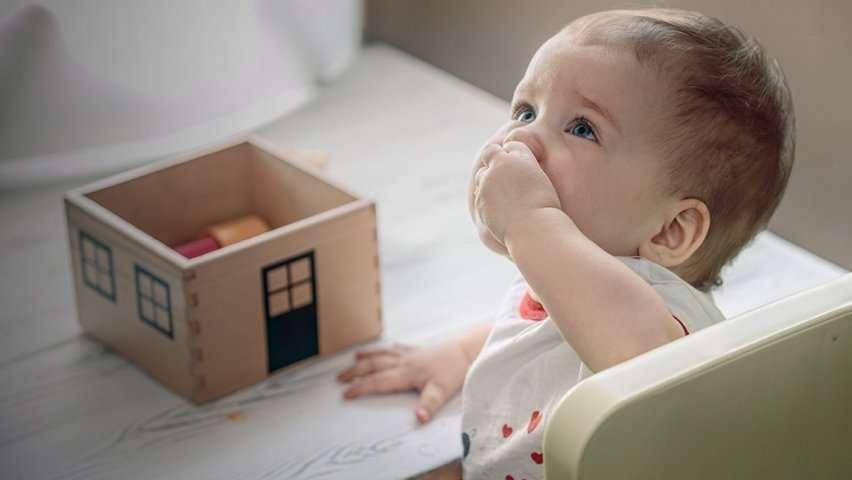 «Отвечают врачи»: что делать, если ребенок проглотил посторонний предмет?