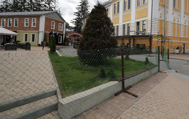 На входе в тульскую «Искру» снова установили забор