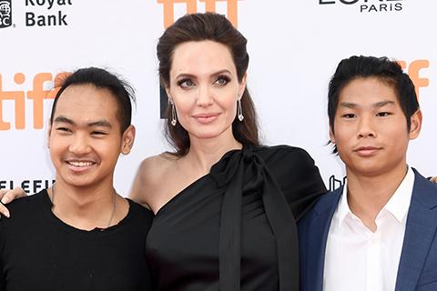 Дети Анджелины Джоли и Брэда Питта четыре года не виделись с бабушкой и дедушкой