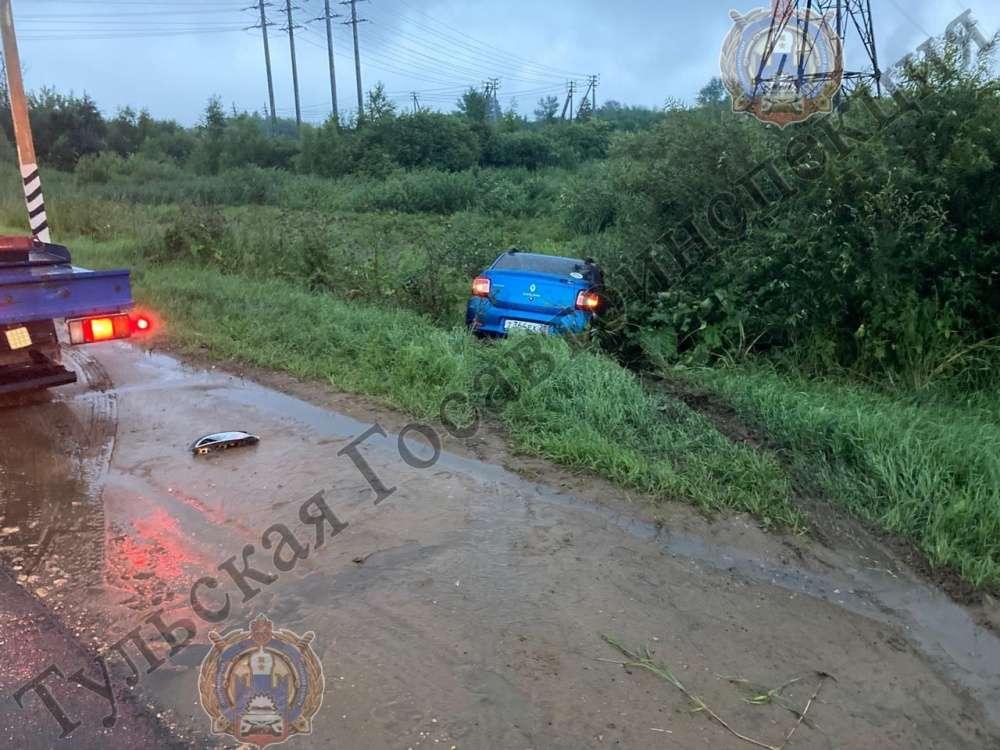В Щекинском районе столкнулись два автомобиля