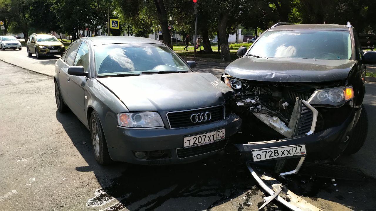 ДТП парализовало движение на улицах Кауля и Староникитская