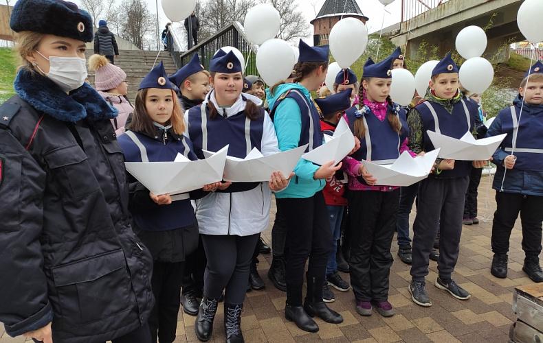 В Туле запустили белые кораблики в день памяти жертв ДТП