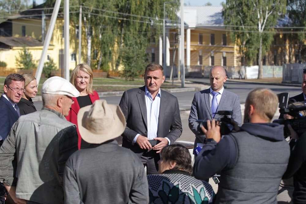 Алексей Дюмин посетил Крапивну и пообщался с жителями села