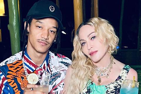 Мадонна отметила день рождения с детьми и молодым бойфрендом на Ямайке