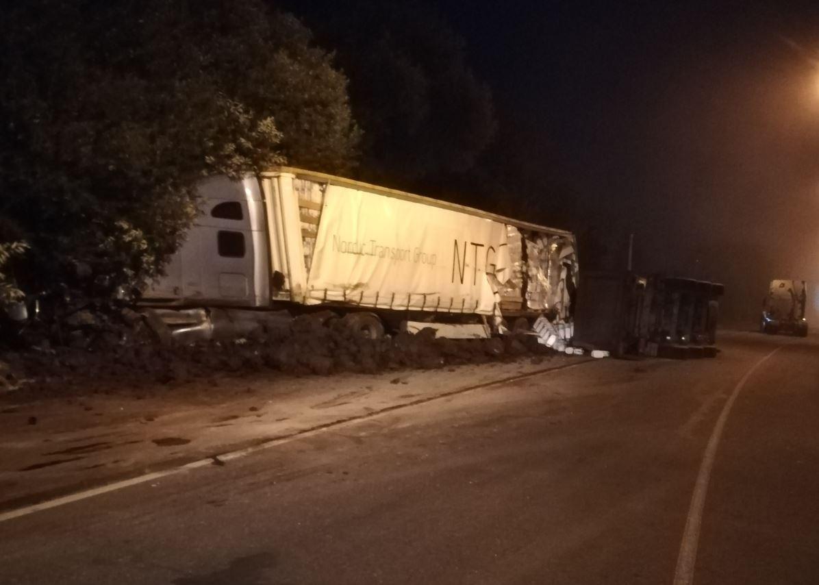 На Веневском шоссе в Туле столкнулись две фуры