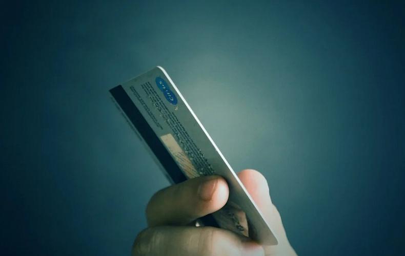 Житель Новомосковска отправится в колонию за кражу с чужого банковского счета