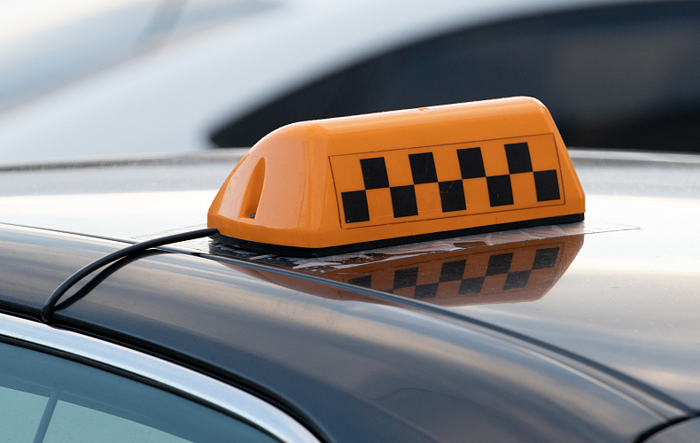 Два туляка напали на таксиста и угнали машину, оставив его на заднем сидении