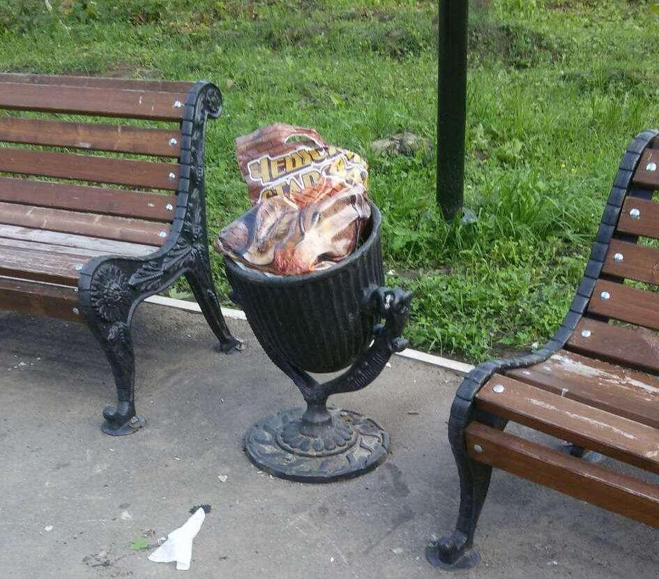 В сквере на улице Лукашина «работают» вандалы