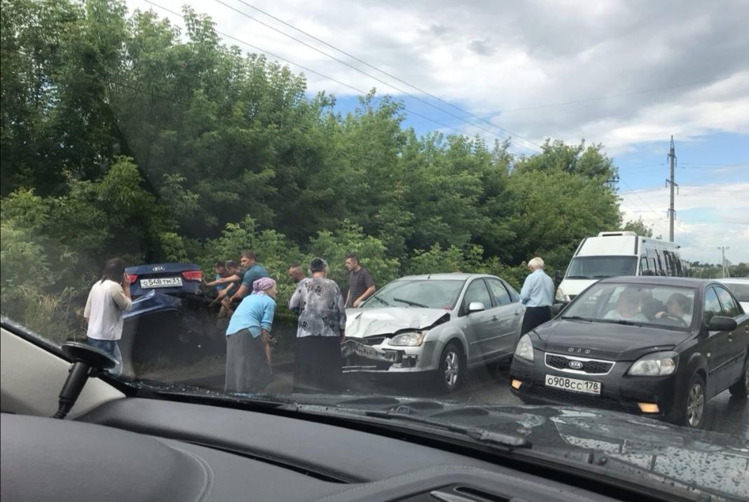 В Туле иномарка улетела в кювет после жесткого ДТП