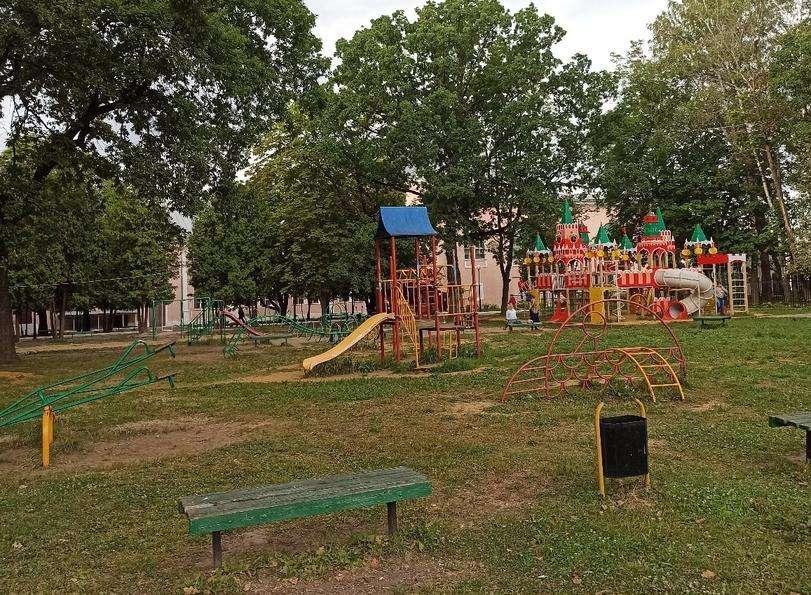 Щекинцы считают детскую площадку в парке небезопасной