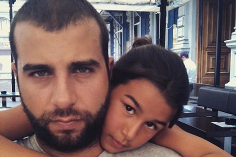 Иван Ургант поделился снимками из семейного архива по случаю 20-летия дочери Эрики