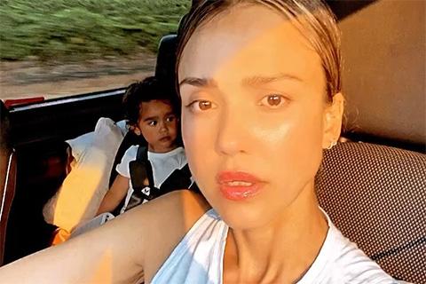 Джессика Альба прервала семейный отдых из-за природных пожаров