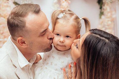 Нюша поделилась новыми фото со дня рождения дочери Симбы