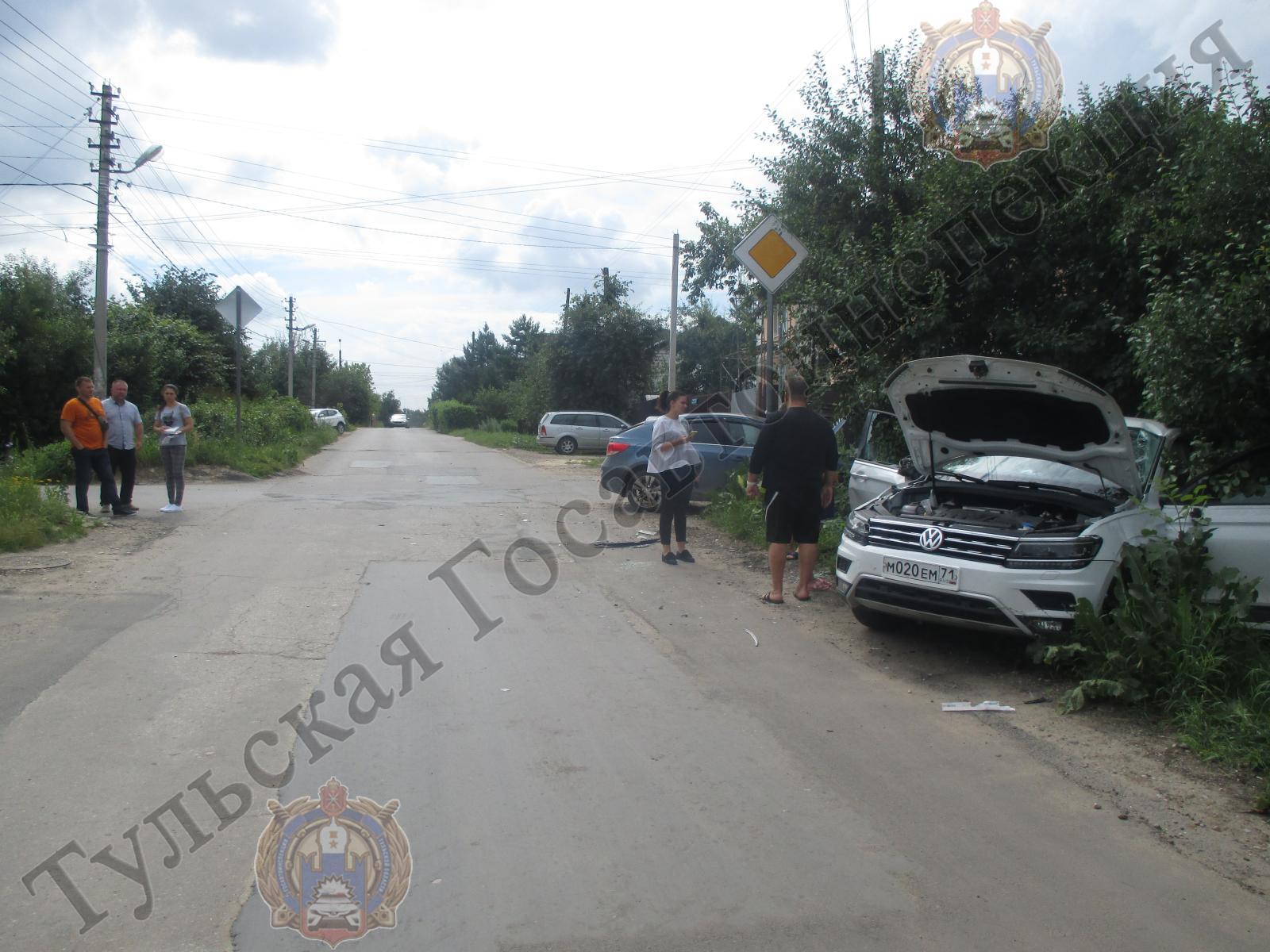 В Туле на улице Панфиловцев произошло два ДТП