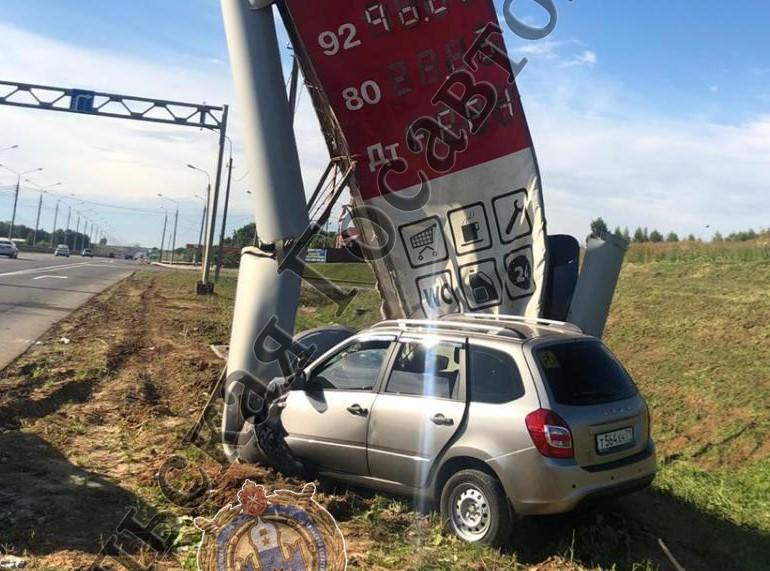 В Ясногорском районе водитель легковушки уснул и врезался в стелу