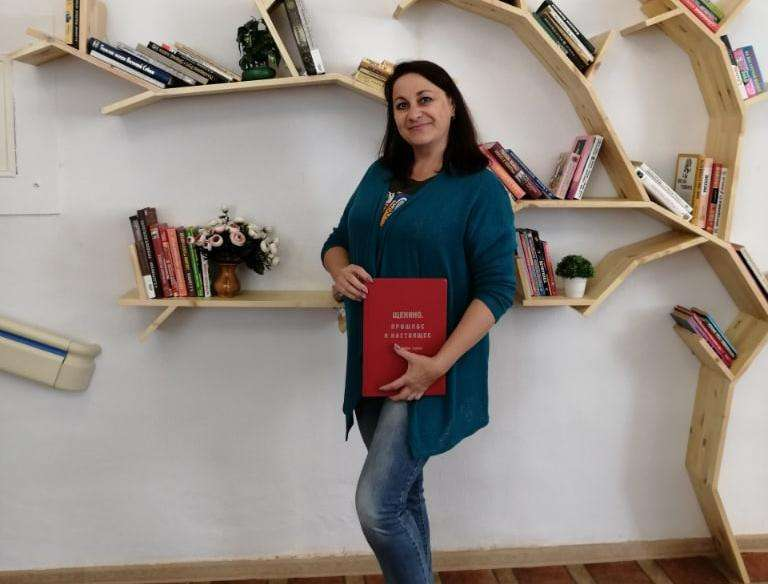 Щекинские библиотекари готовятся отметить День флага России