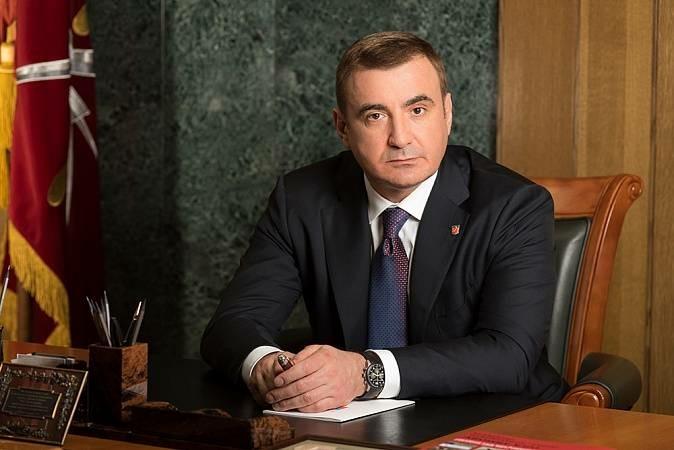 Алексей Дюмин поздравил работников тульских налоговых органов с праздником