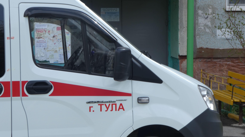 В Тульской области мужчина получил переломы, спускаясь по простыне со второго этажа