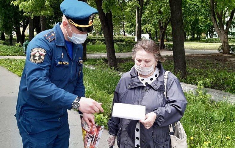 Спасатели провели профилактические беседы в пяти деревнях Новомосковского района