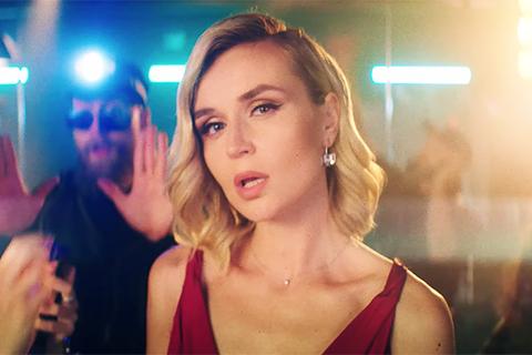 """""""На расстоянии"""": Полина Гагарина представила клип на новую песню о несчастной любви"""