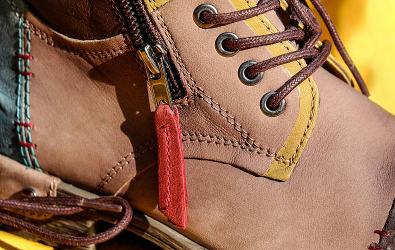 Роскачество не рекомендует носить одну пару зимней обуви часто