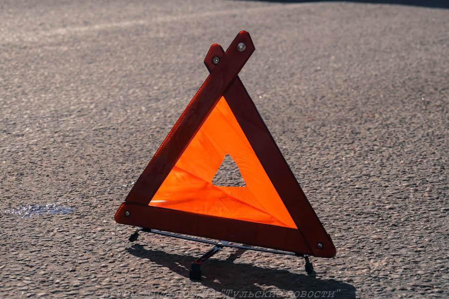 На Одоевском шоссе в Туле столкнулись два автомобиля