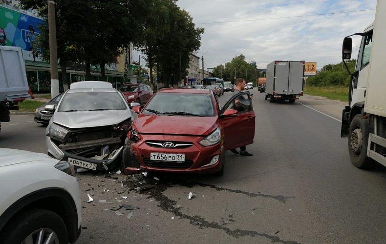 Lada Vesta не пропустила Hyundai Solaris на Одоевском шоссе