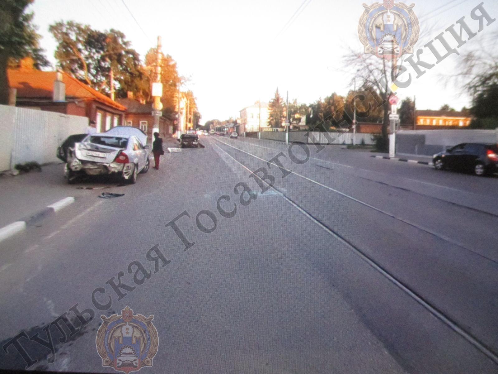 Женщина и ребенок пострадали в аварии на улице Оборонной в Туле
