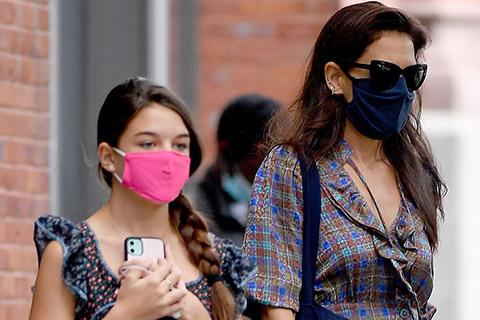 Кэти Холмс с дочерью Сури на прогулке в Нью-Йорке