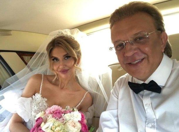 Певец Рома Жуков женился на 28-летней модели