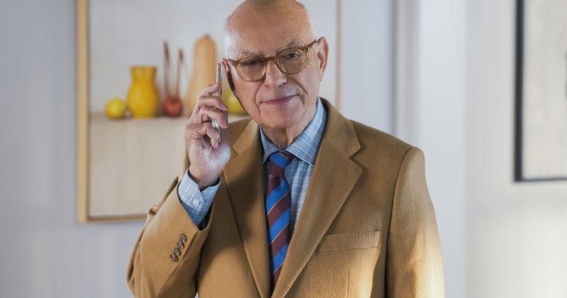 Звезда «Метода Комински» Алан Аркин внезапно покинул сериал перед финальным сезоном
