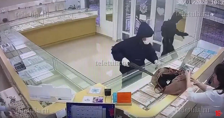 В Кимовске перенесли заседание по делу грабителей ювелирного магазина из-за неявки переводчика